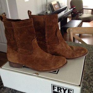 Frye cara short suede boot